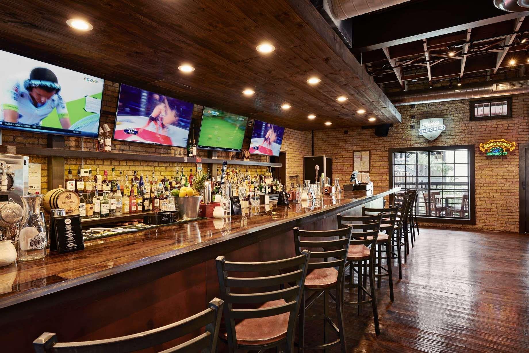 5 Pesona Sport Beer Bar Draught Charlotte Di USA